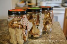 """DIY Dog biscuits (Recipe) gifts-ideas..to give all her """"friends"""" gifts...yahh I'm weird LoL"""