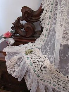 lace and carved wood, great combo!