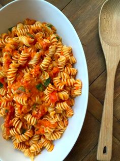 Pasta with Fresh Tomato Sauce from Katie Workman / themom100.com.  This is summer.  #summersoiree