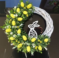 Easter Projects, Easter Crafts, Christmas Flower Arrangements, Thrift Store Crafts, Easter 2021, Diy Easter Decorations, Christmas Bows, Egg Decorating, Easter Wreaths