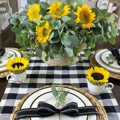 A simple fall table with black and white buffalo check and sunflowers!A simple fall table with black and white buffalo check and sunflowers! Buffalo Check, Buffalo Print, Black Decor, White Decor, Country Decor, Farmhouse Decor, Driven By Decor, Fall Table, Thanksgiving Table