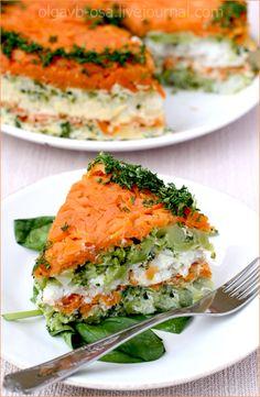 Рыбная запеканка---------------------------- 600 г филе простой белой рыбы (хека, минтая, трески) 3/4 батона белого хлеба 1 стакан молока 1 средняя луковица 2 средние морковки 3 средние картофелины маленький пучок укропа 2 веточки петрушки 2 ст. л. растительного масла соль, свежемолотый черный перец