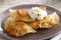 Shortcut Pierogies recipe - 2 cups cooled mashed potatoes cup of tub) PHILADELPHIA Chive & Onion Cream Cheese Spread tsp. pepper 36 won ton wrappers 1 egg white, lightly beaten 3 Tbsp. butter, divided cup BREAKSTONE'S or KNUDSEN Sour Cream Pate Won Ton, Pierogi Recipe, Pierogi Casserole, Good Food, Yummy Food, Wonton Wrappers, Kraft Recipes, Kraft Foods, Food To Make