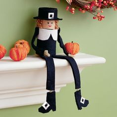 Pilgram Pal all you need is a: cardboard tube, black felt,  pipe cleaner, colored paper & glue   Simple and Cute!!