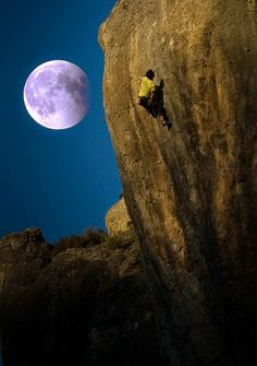 Totaly Outdoors: Night Climbing by Moonlight