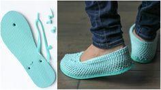 Corta la suela de tus chanclas y conviértelas en estas preciosas sandalias de… …