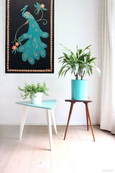 Vintagen sidetable / sixties planttable / plantstand / peacock painting batik / turquoise
