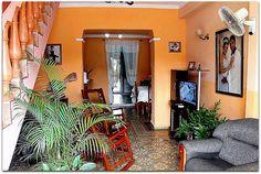 Detalle del interior de la vivienda. Cuba, Trinidad, Interior, Discos, Restaurants, Cities, Indoor, Interiors