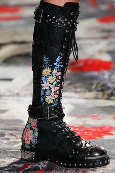 Alexander McQueen Spring 2017 Ready-to-Wear Fashion Show Details