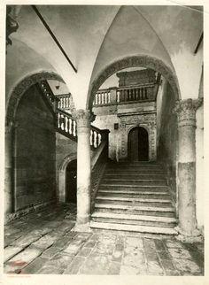 Escalera del palacio de La Calahorra. Guadix.