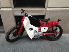 Honda Super Cub 110 - in Paris looks suitable for norway. Honda Cub, C90 Honda, Honda Ruckus, Small Motorcycles, Honda Motorcycles, Scooter Motorcycle, Motorcycle Outfit, Moped Bike, Custom Moped
