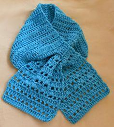 Craftybegonia: Layna — A very easy, FREE keyhole scarflet pattern.