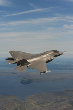19/9/12 F-35B with inert AIM-9X Sidewinder missiles over the Atlantic Test Range. The test flight evaluated airplane's structural loads and flying qualities during maneuvering flight.