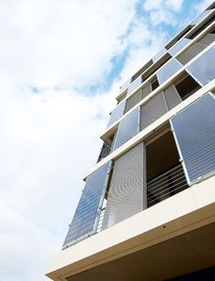 Esta firma sede foi fachada equipado com uma solução de deslizamento obturadoresoltaicos foram instalados | Arquitetos- BHSS Arquitetos, Leipzig-2