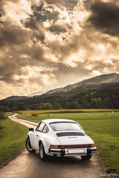 Just Because: 6 Photos Of A Stunning 911 Carrera 3.2 | Petrolicious