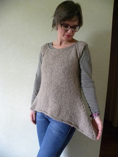 Rosa's Sleeveless Cardi2 by emmafassio, via 330 meters, 10 sts to 4 in of yarn measuring 110 meters to 50 grams.