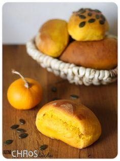 Kürbis Brötchen, Kürbisbrötchen, Pumpkin buns, gelbes Brot, gelbe Brötchen