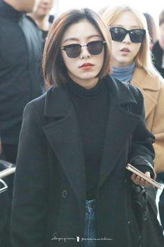 South Korean Girls, Korean Girl Groups, Wheein Mamamoo, Gender Bender, Beautiful Asian Women, Airport Style, Me As A Girlfriend, Asian Woman, Kpop Girls