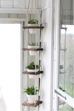 These indoor garden and plant display ideas are great for a small space or a lar. These indoor gar Diy Hanging Planter, Diy Planters, Planter Ideas, Hanging Herbs, Vertical Planter, Hanging Pots, Cute Dorm Rooms, Cool Rooms, Diy Casa
