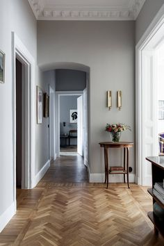 Style At Home, Home Interior Design, Interior Decorating, French Apartment, Hallway Inspiration, Cottage Interiors, Hallway Designs, Minimalist Home, Contemporary Interior