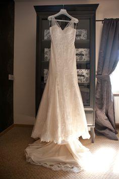 Simple Beautiful lace dress Harriet Carpenter Photography weddingdressideas lace weddingdress bellevue