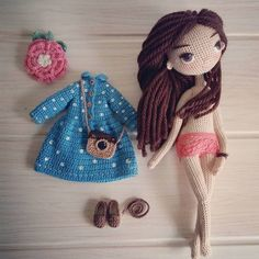 Amigurumi doll with her outfit and accessories.