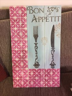 Stencil Stencils, Cutlery Holder, Pallets, Vintage, Wooden Plaques, Arts And Crafts, Diy And Crafts, Key Pouch, Craft Frames