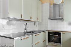 50-luku vedin - Google-haku 50s Kitchen, Wooden Kitchen, Kitchen Dining, 50s Style Kitchens, Home Kitchens, Kitchen Worktop, Kitchen Cabinets, Old Fashioned Kitchen, Kitchen Models