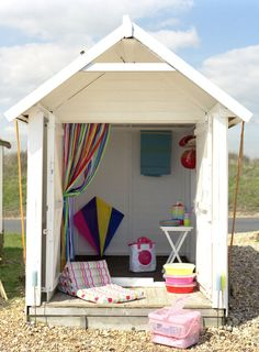 1000 images about english beach huts on pinterest beach for Beach hut interior ideas