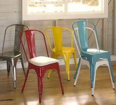 Terraceo con el MUST del estilo #industrial: las #sillas metálicas vintage. Decoración metálica que suena a modernidad Sillas Tolix multicolor
