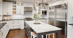 31 Stunning Farmhouse Kitchen Design Ideas To Bring Modern Look - Page 32 of 33 Stained Kitchen Cabinets, Best Kitchen Cabinets, Kitchen Cabinet Colors, Kitchen Colors, New Kitchen, Kitchen Modern, Affordable Kitchen Cabinets, Portable Kitchen Island, Island Kitchen