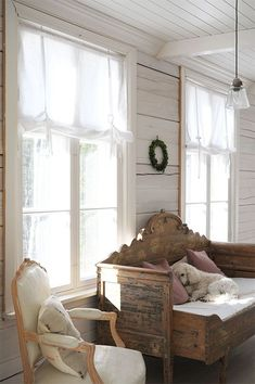 Rustic Fall Decor, Country Decor, Cool Furniture, Painted Furniture, Farmhouse Architecture, Farmhouse Remodel, Scandinavian Living, Farmhouse Design, Living Room Inspiration