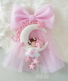 Baby staple birth on the moon Baby Shower Crafts, Baby Shower Parties, Felt Name Banner, Tulle Bows, Baby Mobile, Baby Embroidery, Baby Keepsake, Felt Christmas Ornaments, Felt Dolls
