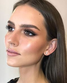 I came across this makeup and loved it Stunning make-up. I came across this make-up and loved it up the is Soft Bridal Makeup, Wedding Makeup Tips, Natural Wedding Makeup, Natural Makeup, Wedding Nails, Hair Wedding, Wedding Makeup For Brown Eyes, Bridal Makeup For Brunettes, Subtle Makeup