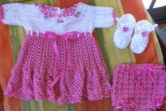 Sandra Roque Artesanatos: Vestido rosa e branco  tamanho 3 a 6 meses