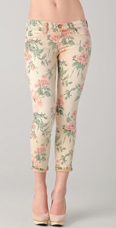 These floral Current / Elliott skinny jeans feature 5-pocket styling and a single-button closure. Worn edges and mild distressing.