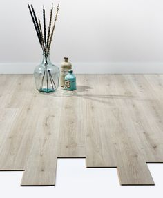 Sfeervolle vloer: laminaat Willows grijs / eiken. > https://www.kwantum.nl/vloer/laminaat/vloer-laminaat-laminaat-willows-grijs-eiken-0372289 #vloer #laminaat #interieur #kwantum