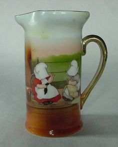 Beautiful Vintage Royal Bayreuth Porcelain Pitcher Sunbonnet Babies Graphic