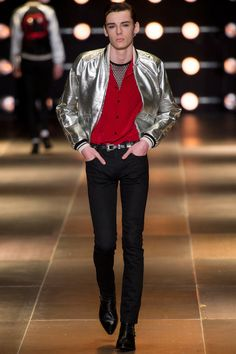 With their highly-anticipated show due to take place this evening at the Hollywood Palladium in Los Angeles, we look back at the best Saint Laurent looks under Hedi Slimane as creative director. Paris Fashion, Spring Fashion, Fashion Show, Mens Fashion, Fashion Design, Hedi Slimane, Vogue Paris, Yves Saint Laurent Paris, Teddy Boys