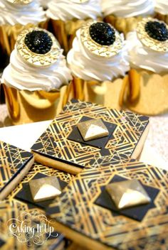 Great Gatsby themed birthday party with SO MANY CUTE IDEAS via Kara's Party Ideas KarasPartyIdeas.com Printables, favors, cakes, cupcakes, recipes, and more! #thegreatgatsby #partyplanning #partyideas (9)
