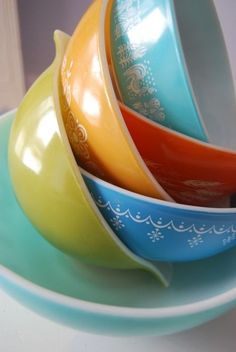 Vintage pyrex - love the colors!