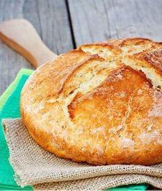 Four-ingredient Irish soda bread that's ready to eat in under an hour: Hungarian Recipes, Irish Recipes, Easy Bread Recipes, Baking Recipes, Traditional Irish Soda Bread, Yummy Treats, Yummy Food, Bread Cake, Cata