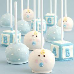 cake pops dekoriert mit fondant in blau und weiß