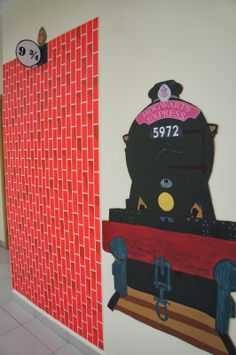 The Charming Classroom Harry Potter Classroom theme-- for my door Harry Potter Display, Harry Potter Library, Harry Potter Classes, Harry Potter School, Harry Potter Classroom, Theme Harry Potter, Harry Potter Bedroom, Harry Potter Halloween, Harry Potter Christmas