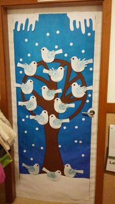 Bitte klicken Sie auf das Bild und besuchen Sie die Seite. Sie können viel mehr erreichen, als Sie suchen. Decoração da porta inverno - #Da #Decoração #Inverno #porta Winter Crafts For Kids, Easy Crafts For Kids, Projects For Kids, Feeding Birds In Winter, Classroom Tree, Country Christmas, Christmas Pictures, Kids And Parenting, Christmas Crafts