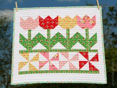 Tulips Miniquilt for Backyard Roses Blog Tour of Ellis & Higgs #iloverileyblake #fabricismyfun