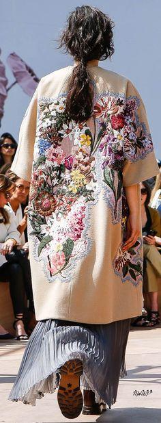Dior Fall 2017 Couture - Dior Jewelry - Ideas of Dior Jewelry - Dior Fall 2017 Couture Floral Fashion, Boho Fashion, High Fashion, Fashion Outfits, Womens Fashion, Fashion Art, Embroidery Fashion, Embroidery Dress, Embroidery Stitches