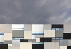 Mondrian in Graustufen - Logistikzentrum von Netzwerkarchitekten in Bayern Architecture Design, Factory Architecture, Industrial Architecture, Facade Design, Sustainable Architecture, Residential Architecture, Contemporary Architecture, Mondrian, Building Facade