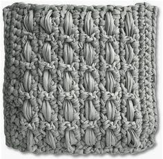 Kussen gemaakt van textielgaren door BoekenvoordeelKlik hier voor het haakpatroon