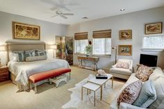 Guest bedroom, ensuite with walk-in closet. Memorial Villages Houston TX Real Estate - 2210 South Piney Point Rd